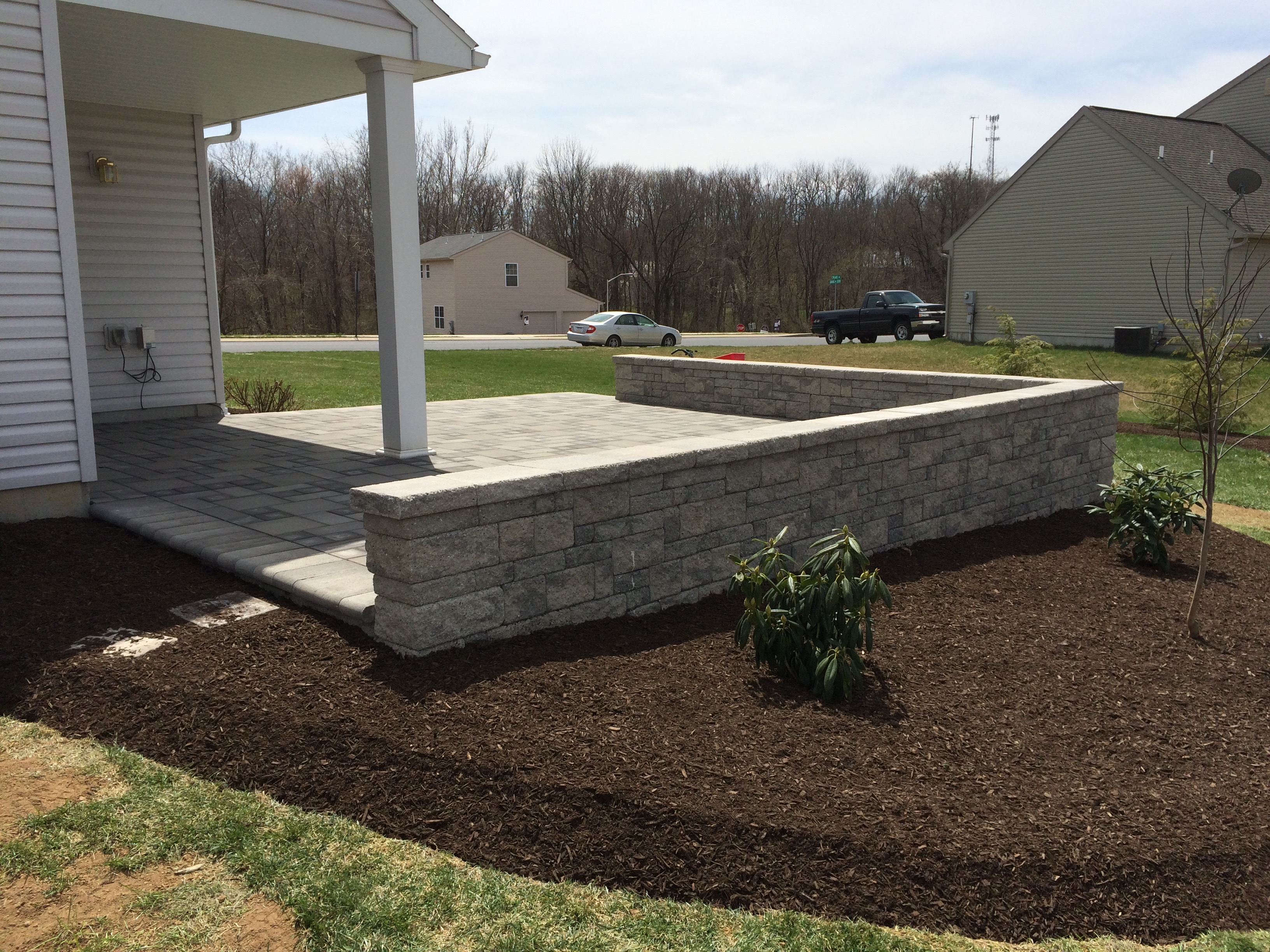 Gray Stone Patio – Oakdale Nursery